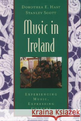 Music in Ireland: Experiencing Music, Expressing Culture [With CDROM] Dorothea E. Hast Stanley Scott 9780195145557