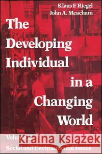 The Developing Individual in a Changing World: Volume 2, Social and Environmental Isssues Klaus Riegel John A. Meacham 9780202361307