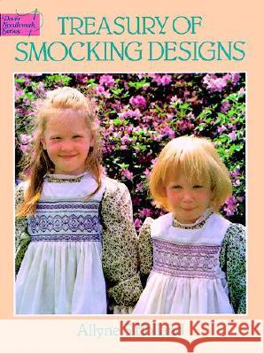 Treasury of Smocking Designs Allyne S. Holland 9780486249919