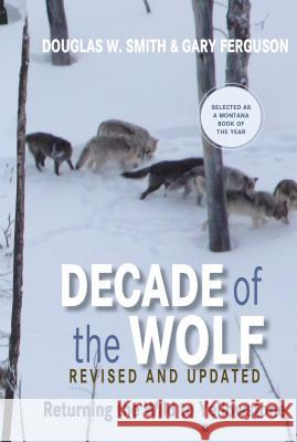 Decade of the Wolf, Revised and Updated: Returning the Wild to Yellowstone Douglas W. Smith Gary Ferguson 9780762779055