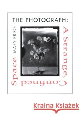 The Photograph : A Strange, Confined Space Mary Price 9780804723084