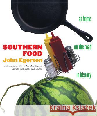 Southern Food: At Home, on the Road, in History John Egerton Al Clayton 9780807844175