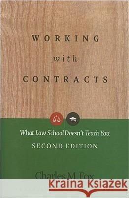 Working with Contracts: What Law School Doesn't Teach You Charles Fox 9781402410604