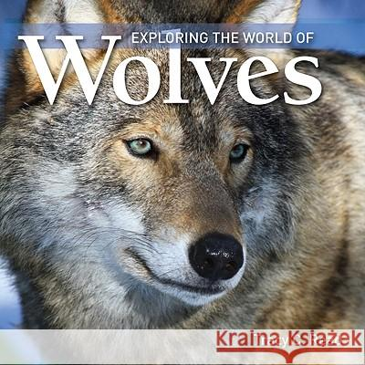 Exploring the World of Wolves Tracy C. Read 9781554076550