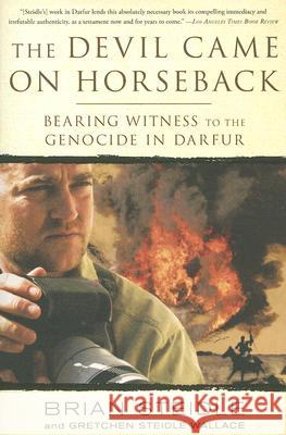 The Devil Came on Horseback: Bearing Witness to the Genocide in Darfur Brian Steidle 9781586485696