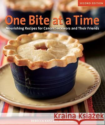 One Bite at a Time: Nourishing Recipes for Cancer Survivors and Their Friends Rebecca Katz Mat Edelson 9781587613272