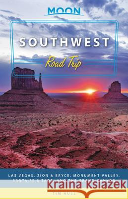 Moon Southwest Road Trip: Las Vegas, Zion & Bryce, Monument Valley, Santa Fe & Taos, and the Grand Canyon Tim Hull 9781640490062