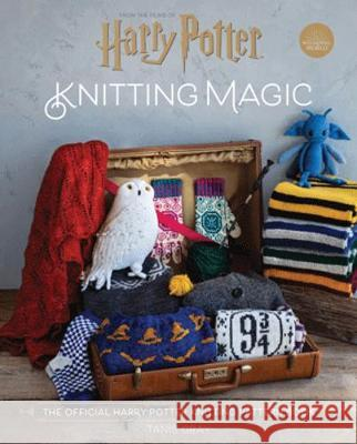Harry Potter Knitting Magic : The official guide to creating magical knits Gray, Tanis 9781911641926 Pavilion - książka