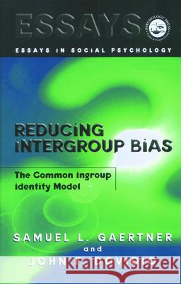 Reducing Intergroup Bias: The Common Ingroup Identity Model Samuel L. Gaertner John Dovidio 9780863775710 Taylor & Francis Group - książka